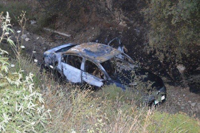 Aracın içinden yanan ceset çıktı