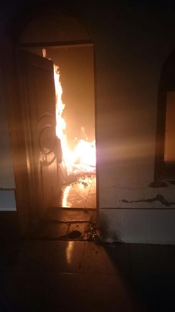 Evi söndürmeye gelen itfaiye ateş açtılar