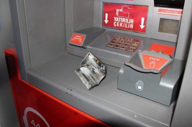 Aman dikkat ! ATM'de kartınızı kopyalanabilir !