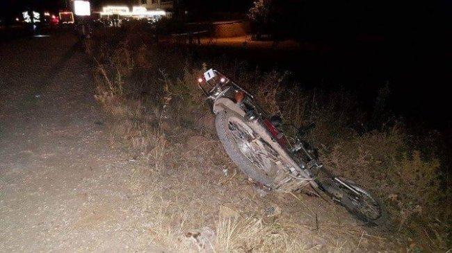 Motosiklete çarptı takla attı: 2 ölü 6 yaralı