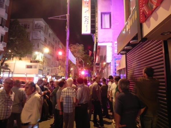 AK Partililer sokağa döküldü