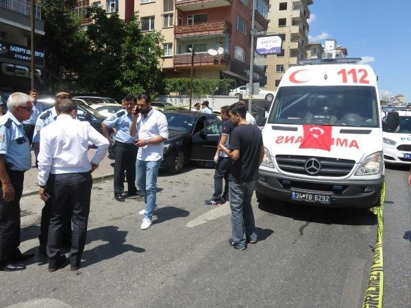 Kadıköy'de lüks araca silahlı saldırı: 1 ölü, 1 yaralı