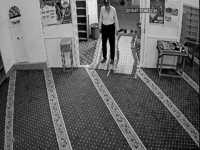 Camideki Bağış Kutusunu Çaldı