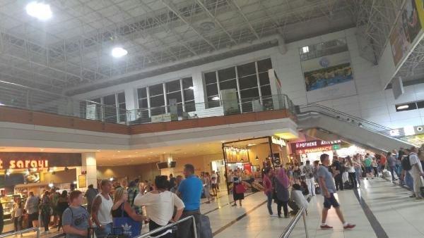 Antalya Havalimanı'nda korkutan yangın