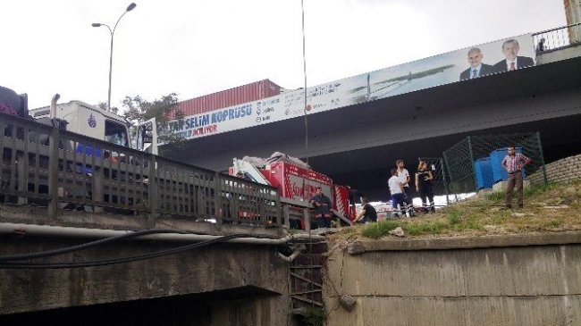 Esenyurt'ta kontrolden çıkan araç köprüden uçtu