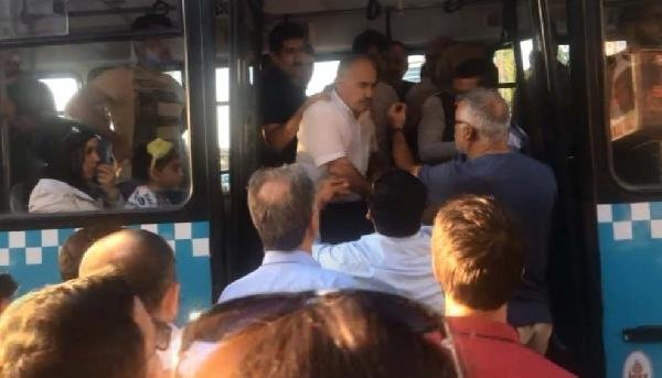 Yaşlı adamı otobüsten attılar