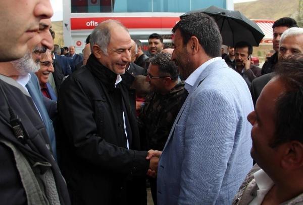 Efkan Ala ''gönüllerin bakanı'' sloganıyla karşılandı