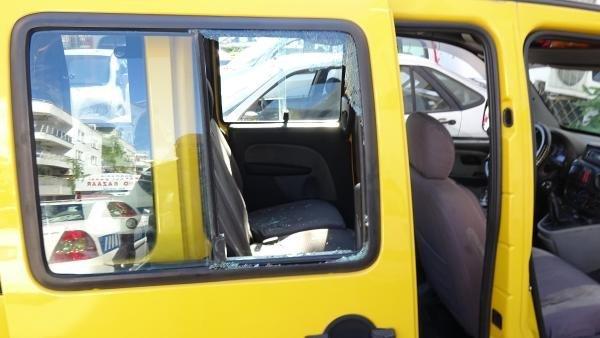 İngiliz turist sevgilisinin bindiği taksinin camını patlattı