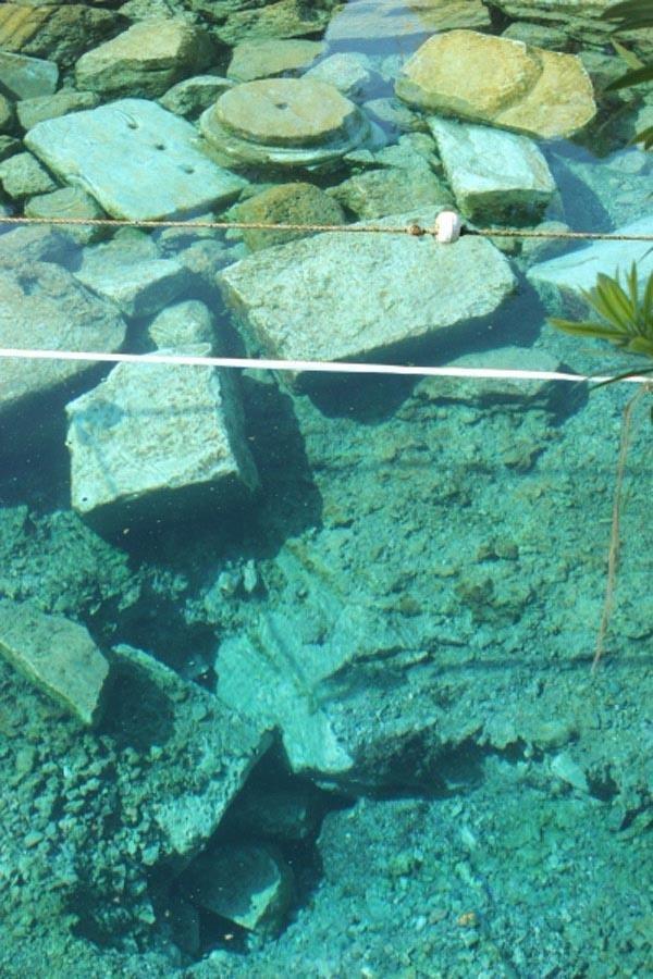 Depremler antik havuzda çöküntü yarattı !