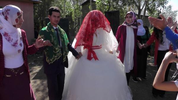 Su sıkıntısı bitti, gençler evlenmeye başladı