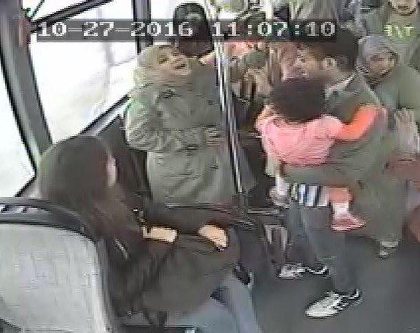 Halk otobüsünde doğurdu