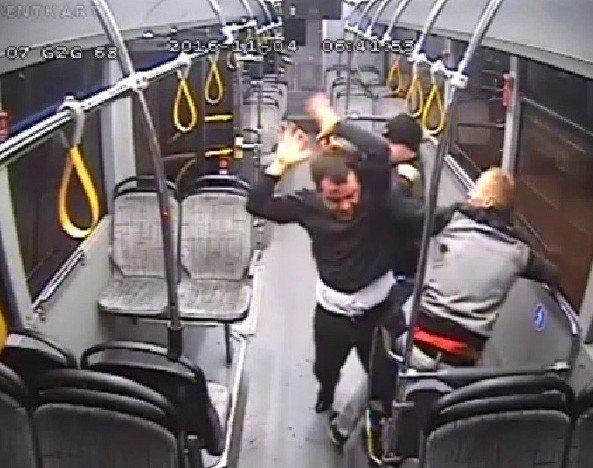 Otobüs şoförünü demir çubukla dövdüler