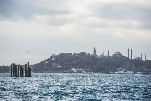 İstanbul'da denizin ortasında şaşırtan görüntü