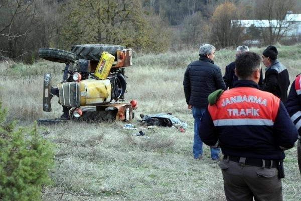 Traktör altında kalan sürücü öldü !