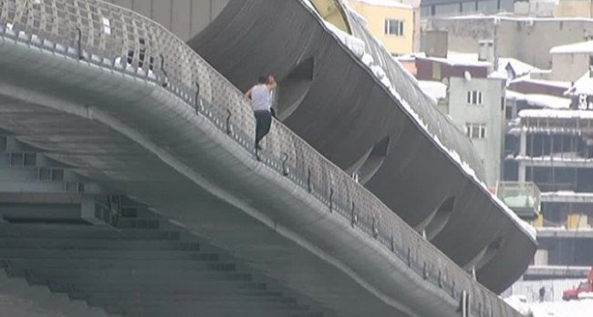 Haliç Metro Köprüsünden böyle atladı
