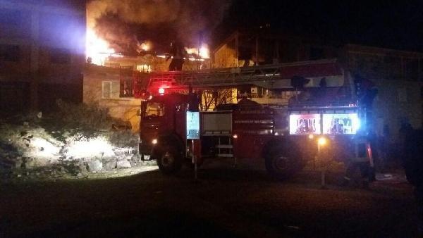2 katlı bina alev alev yandı