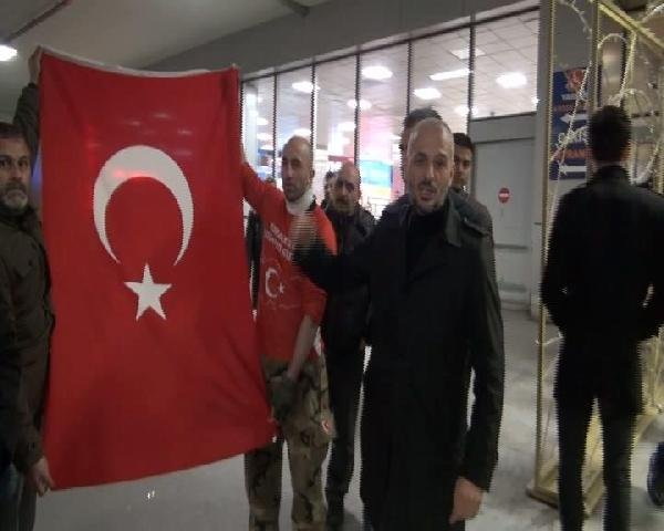 Atatürk Havalimanı'nda ''Kürdistan bayrağı'' eylemi