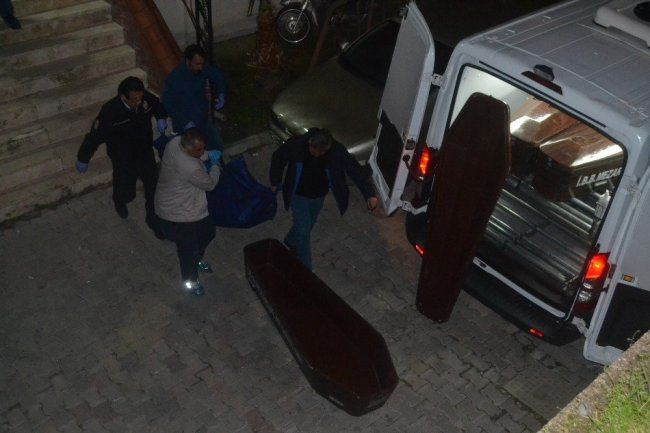 Naylon poşete sarılı kadın cesedi bulundu