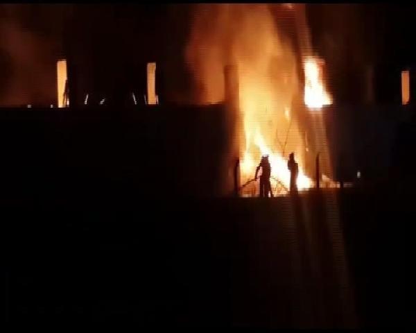 Silivri'de korkutan fabrika yangın