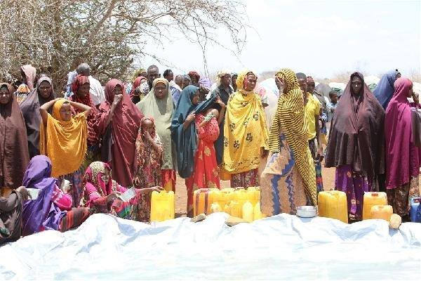 Kıtlıkla boğuşan Somali'ye yardım eli
