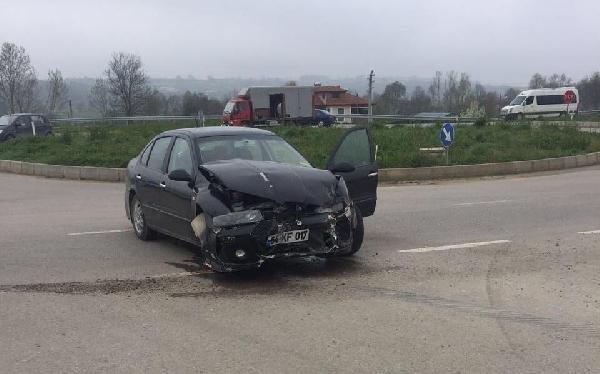 Otomobil ile öğrenci servisiyle çarpıştı: 16 yaralı