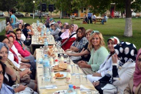 Ak parti bigadiç ilçe teşkilati bin kişilik iftar