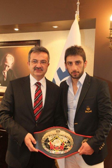 Dünya Kick Boks şampiyonu Adem Bozkurt Kemer Maçina çikacak Güncel