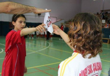 ilkogretim okullari mendil kapmaca turnuvasi IHA 20120409A09040DB 5 t En Popüler Çocuk Oyunları ve Oynanışı