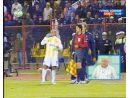 Roberto Carlos Yardımcı Hakeme Su Fırlattı (13.11.2007)