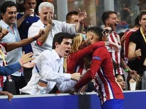 Carrasco'nun öpücüğü Devler Ligi Finali'ne damga vurdu !