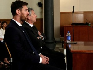 Messi hakim karşısında ! İşte tarihi anlar