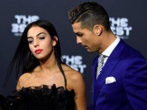 Cristiano Ronaldo evleniyor !