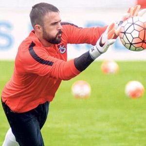 Galatasaray 2 Trabzonlu yıldızı kapıyor