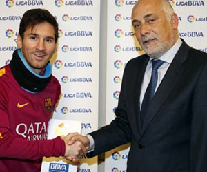 Messi ilk kez 'ayın futbolcusu' oldu