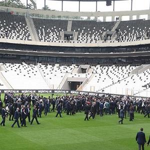 Maça saatler kala Vodafone Arena'da bilet krizi