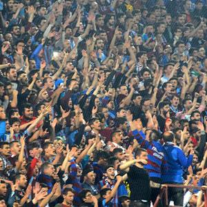 Trabzon'da Galatasaray forması yakıldı