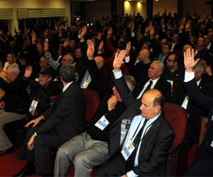 Karşıyaka'da adaylar geri çekiliyor