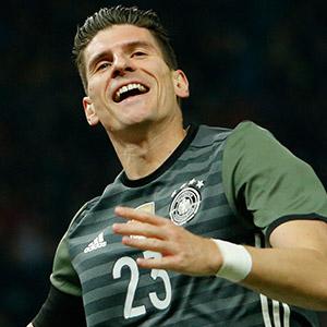 Mario Gomez Barcelona yolunda