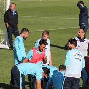 Fatih Terim'den futbolculara şok tavır