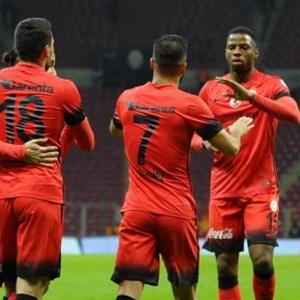 Galatasaray'da 4 ayrılık birden !
