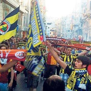 Taraftar grupları Taksim'e çıkıyor