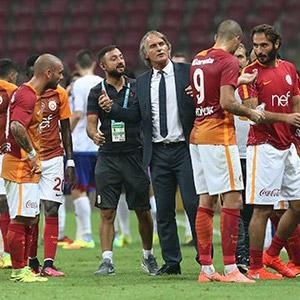 Galatasaray soyunma odasında kriz !
