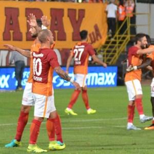 Galatasaray'ın tek rakibi Barcelona !