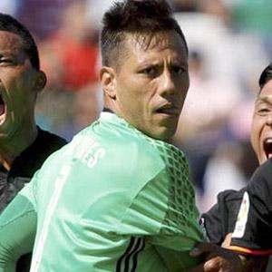 Diego Alves tarihe geçti !