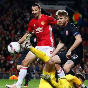 Zlatan attı, Manchester United kazandı