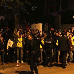 Fenerbahçe taraftarı kanalı bastı !