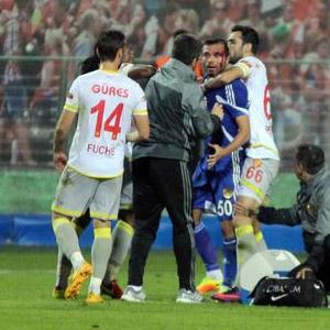 Göztepe-Eskişehirspor maçı tatil edildi