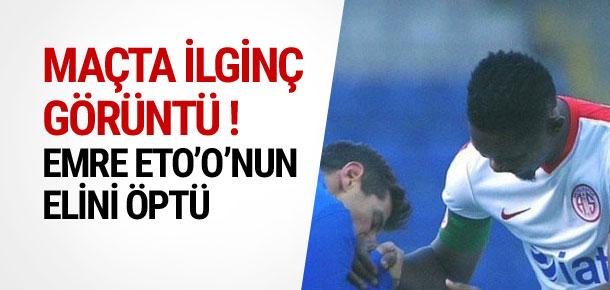 Emre Belözoğlu Eto'o'nun elini öptü