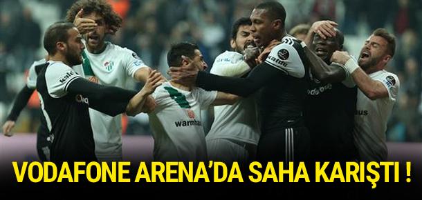 Vodafone Arena'da saha karıştı !