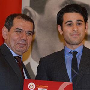 Galatasaray'da yeni üyelere beratları verildi